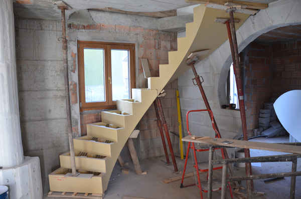 Scawo innovativo cassero su misura per scale di for Scala in cemento armato a vista
